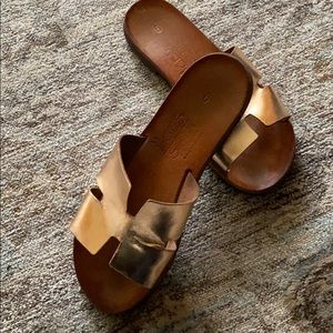 H style leather sandals